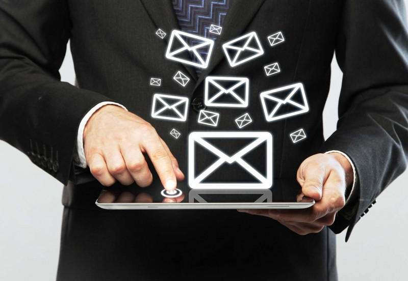 Como a organização de e-mails auxilia no trabalho